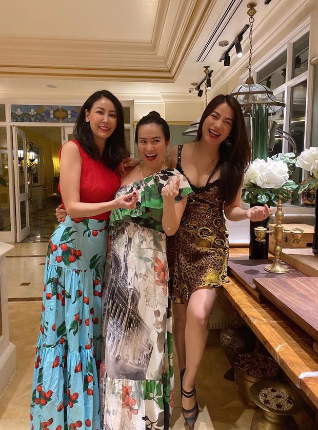 Hội bạn thân Trương Ngọc Ánh, bà xã Bình Minh tụ họp trong sinh nhật Hà Kiều Anh: tuổi 40 vẫn quyến rũ, đọ sắc khi chung khung hình - Ảnh 2.
