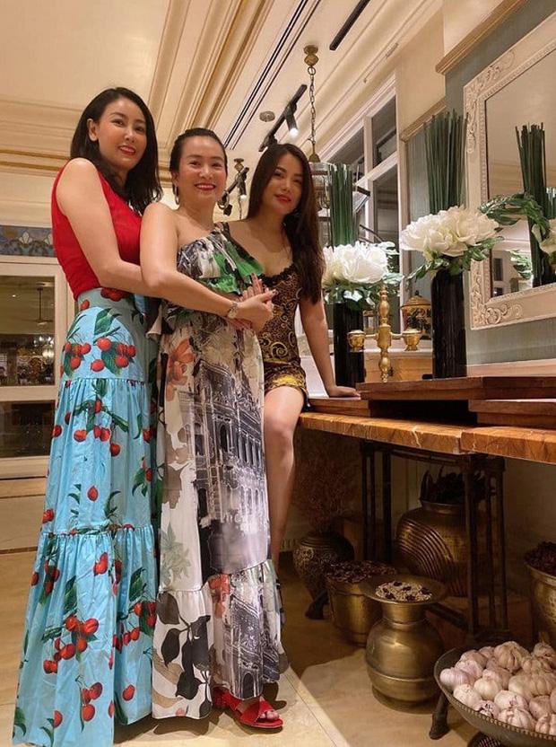Hội bạn thân Trương Ngọc Ánh, bà xã Bình Minh tụ họp trong sinh nhật Hà Kiều Anh: tuổi 40 vẫn quyến rũ, đọ sắc khi chung khung hình - Ảnh 4.