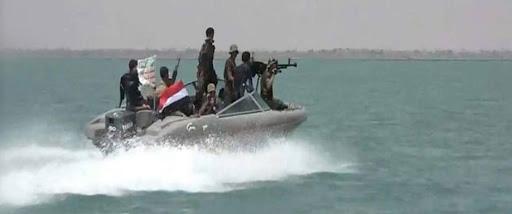 Coi thường chiến thư của Tehran, Hải quân Mỹ sẽ sập bẫy Iran - Chỉ 1 tia lửa nhỏ, thùng thuốc súng Trung Đông sẽ bùng nổ? - Ảnh 1.