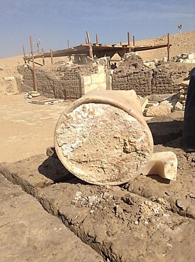Thưởng thức cục bơ 3.300 tuổi nằm trong lăng mộ vua Ai Cập - Ảnh 1.