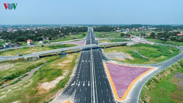 Chuyển cao tốc Bắc-Nam sang đầu tư công, tiến độ sẽ nhanh hơn? - Ảnh 2.