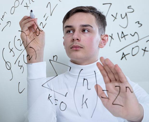 Tôi là một cỗ máy biết nói: Cảm xúc của các thiên tài nhí sở hữu chỉ số IQ thuộc nhóm 2% đỉnh nhất thế giới là như thế nào? - Ảnh 3.