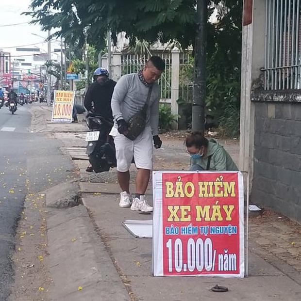 Bảo hiểm xe máy 10.000 đồng mọc lên như nấm ở lề đường Sài Gòn, người mua nguy cơ tiền mất tật mang - Ảnh 5.