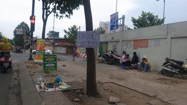 Bảo hiểm xe máy 10.000 đồng mọc lên như nấm ở lề đường Sài Gòn, người mua nguy cơ tiền mất tật mang - Ảnh 6.