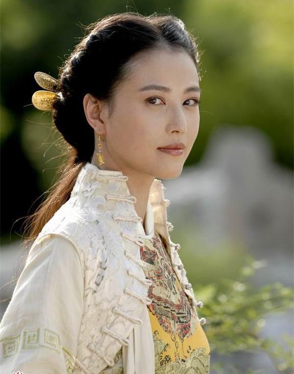 Chu Chỉ Nhược đẹp nhất màn ảnh: Tình duyên lận đận, U60 giàu kếch xù nhưng sống cô độc - Ảnh 5.