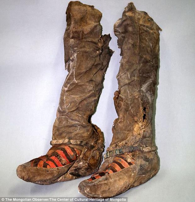 Xác ướp 1100 tuổi đi giày trông y hệt sneaker của Adidas khiến giới khoa học phải ngỡ ngàng vì độ sành điệu - Ảnh 4.