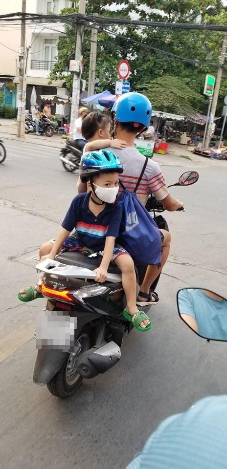 Bố chở con đi chơi, vị trí ngồi của 2 đứa nhỏ khiến cả phố nhìn chằm chằm lo sợ - Ảnh 3.