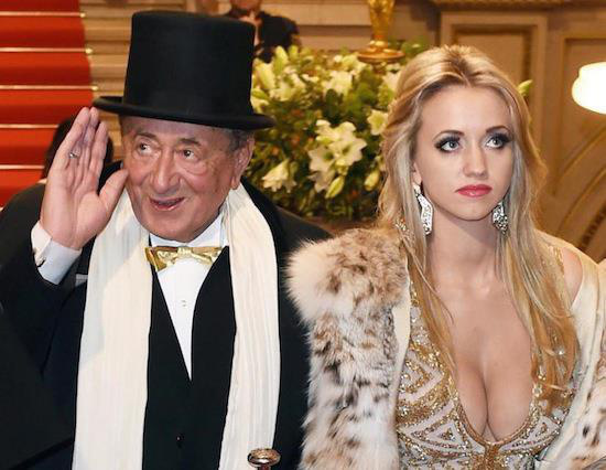 Cuộc hôn nhân bạc tỷ của tỷ phú 81 tuổi được mệnh danh là ông trùm sát gái nhất thế giới với người mẫu kém tuổi con mình giờ ra sao? - Ảnh 1.