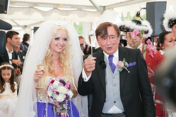 Cuộc hôn nhân bạc tỷ của tỷ phú 81 tuổi được mệnh danh là ông trùm sát gái nhất thế giới với người mẫu kém tuổi con mình giờ ra sao? - Ảnh 4.