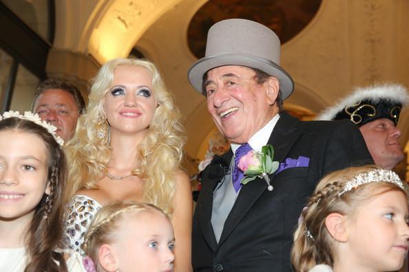 Cuộc hôn nhân bạc tỷ của tỷ phú 81 tuổi được mệnh danh là ông trùm sát gái nhất thế giới với người mẫu kém tuổi con mình giờ ra sao? - Ảnh 5.