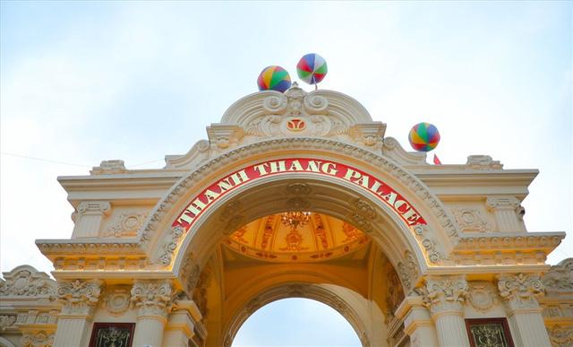 Chiêm ngưỡng lâu đài mạ vàng gây choáng của đại gia Ninh Bình - Ảnh 3.