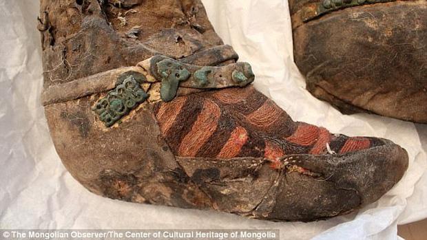 Xác ướp 1100 tuổi đi giày trông y hệt sneaker của Adidas khiến giới khoa học phải ngỡ ngàng vì độ sành điệu - Ảnh 3.
