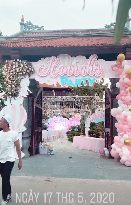 Cô dâu 200 cây vàng ở Nam Định thon gọn ngoạn mục so với lúc bầu, khoe nhan sắc lộng lẫy trong bữa tiệc của con gái đầu lòng - Ảnh 4.