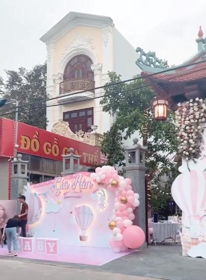 Cô dâu 200 cây vàng ở Nam Định thon gọn ngoạn mục so với lúc bầu, khoe nhan sắc lộng lẫy trong bữa tiệc của con gái đầu lòng - Ảnh 5.