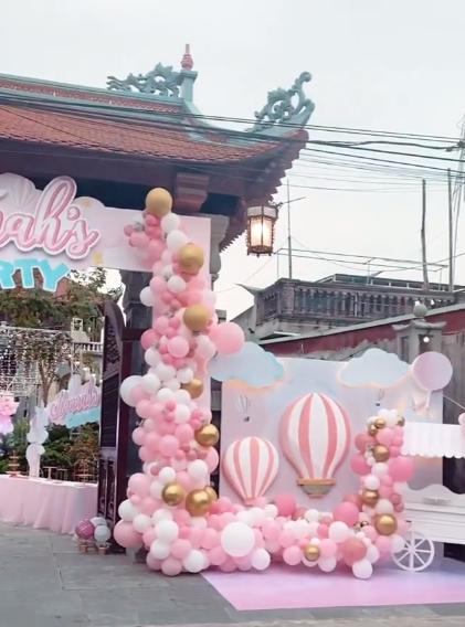 Cô dâu 200 cây vàng ở Nam Định thon gọn ngoạn mục so với lúc bầu, khoe nhan sắc lộng lẫy trong bữa tiệc của con gái đầu lòng - Ảnh 6.