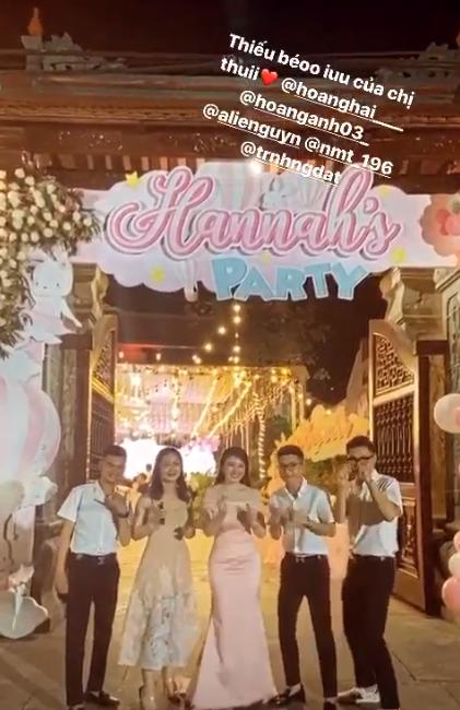 Cô dâu 200 cây vàng ở Nam Định thon gọn ngoạn mục so với lúc bầu, khoe nhan sắc lộng lẫy trong bữa tiệc của con gái đầu lòng - Ảnh 7.