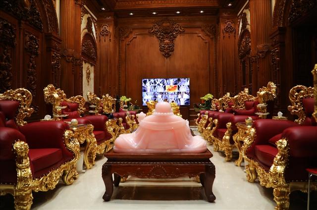 Chiêm ngưỡng lâu đài mạ vàng gây choáng của đại gia Ninh Bình - Ảnh 10.