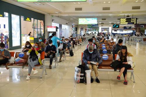 Sân bay Nội Bài dần hồi sinh sau đại dịch Covid-19 - Ảnh 1.