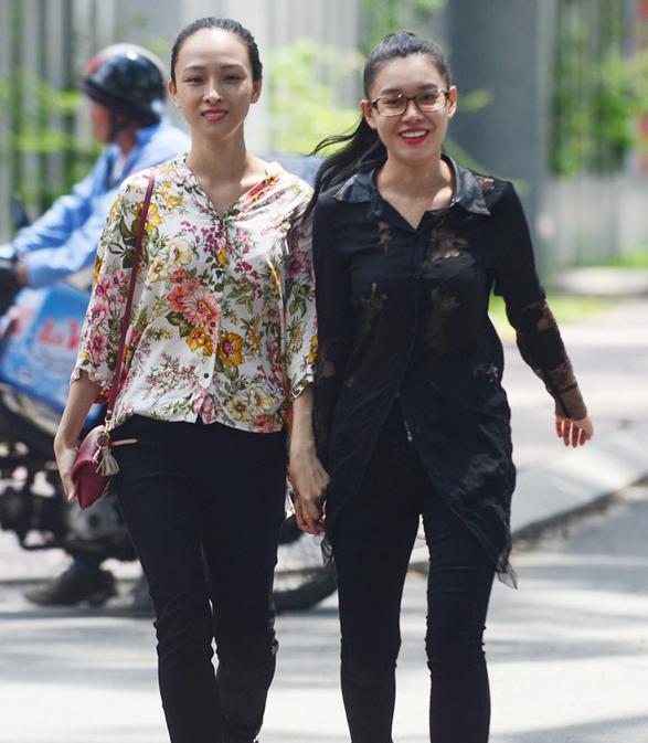 Hoa hậu Trương Hồ Phương Nga nói về tin đồn yêu đồng tính với bạn thân - Ảnh 1.