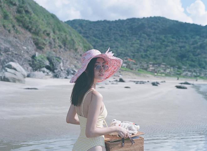 Loạt ảnh gợi cảm của hoa hậu Lương Thùy Linh - Ảnh 4.