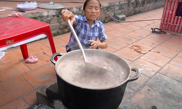 Dù tự nhận thất bại khi làm trà sữa trân châu phiên bản 50 lít, Bà Tân Vlog vẫn được dân mạng bái phục vì một điểm rất xuất sắc - Ảnh 4.