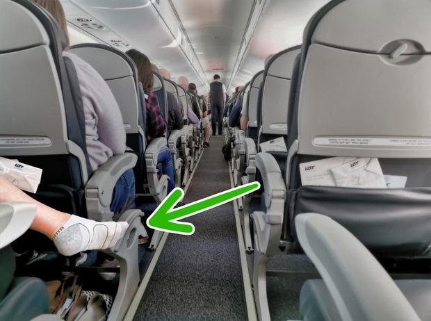 Đi máy bay tuyệt đối không được cởi giày dép cho thoáng chân và đây là 4 lý do - Ảnh 6.