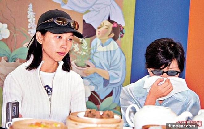 Á hậu đẹp nhất Hong Kong: Bán thân trả nợ cho mẹ, lấy chồng kém tài, cuộc sống U50 ra sao? - Ảnh 4.