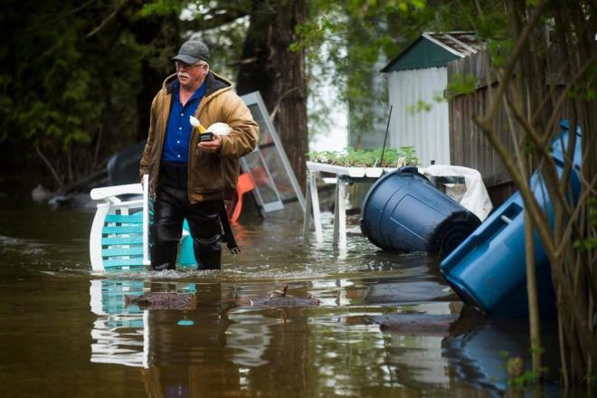 Vỡ đập ở Mỹ: Thành phố bị ngập dưới nước gần 3 m, 10.000 người phải sơ tán - Ảnh 3.