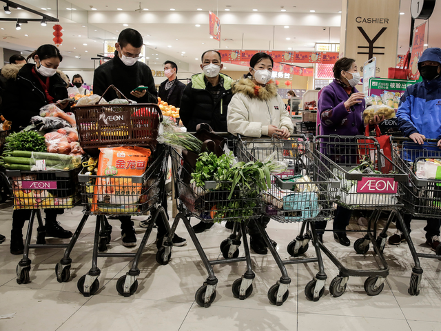 Lo sợ khủng hoảng sau dịch Covid-19, người Trung Quốc đổ xô đi tích trữ lương thực - Ảnh 1.