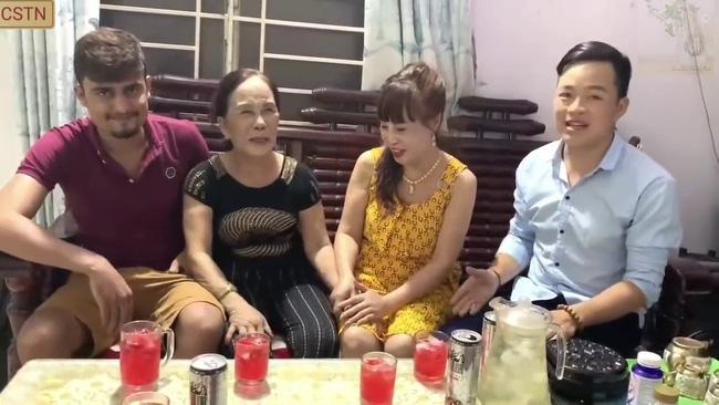 Cô dâu 65 tuổi lấy chồng ngoại 24 tuổi khoe ảnh cưới cực ngầu sau khi gặp mặt cặp đôi vợ chồng 62 - 26 - Ảnh 2.