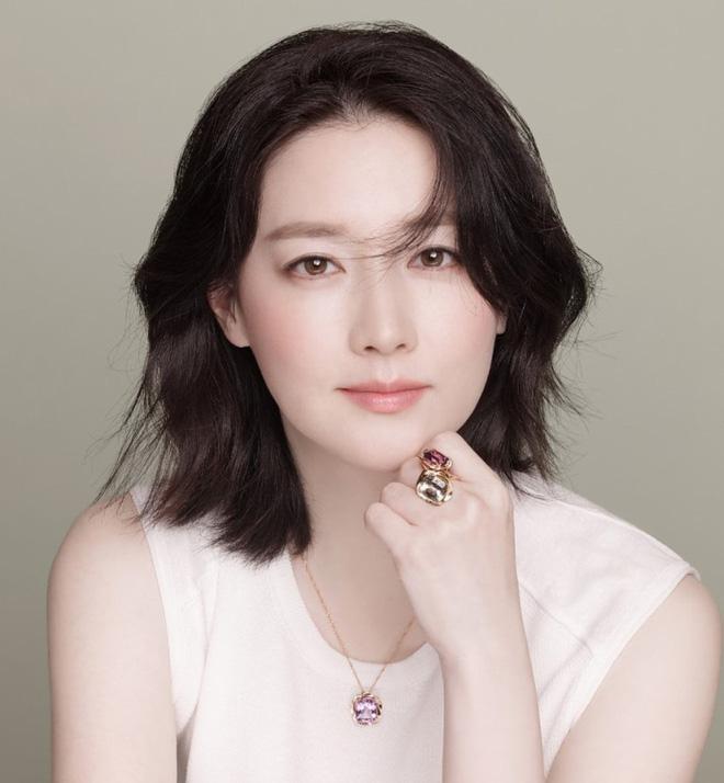 BXH nhan sắc mới gây xôn xao: Tình tin đồn của Hyun Bin vượt mặt Song Hye Kyo, tranh cãi vị trí của dàn nữ thần - Ảnh 11.