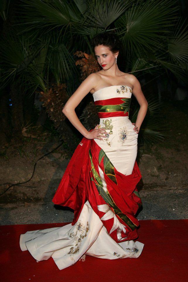 72 mùa Cannes đã trôi qua nhưng đây vẫn mãi là những bức ảnh huyền thoại để nhớ về màn đọ hương sắc lụa là kinh diễm trên thảm đỏ - Ảnh 14.