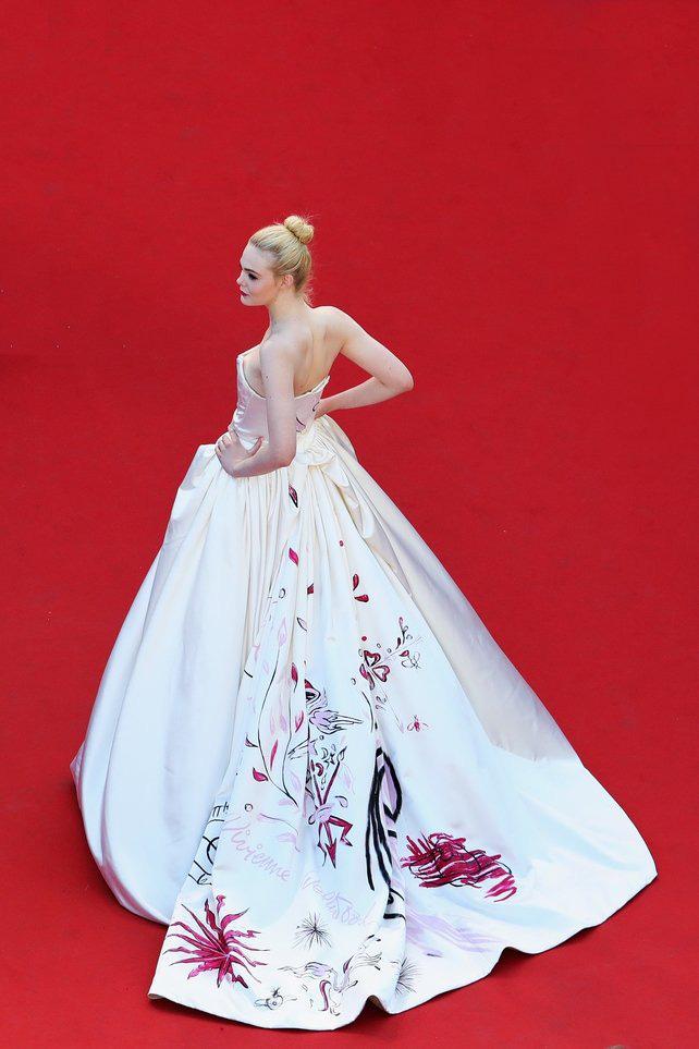 72 mùa Cannes đã trôi qua nhưng đây vẫn mãi là những bức ảnh huyền thoại để nhớ về màn đọ hương sắc lụa là kinh diễm trên thảm đỏ - Ảnh 22.