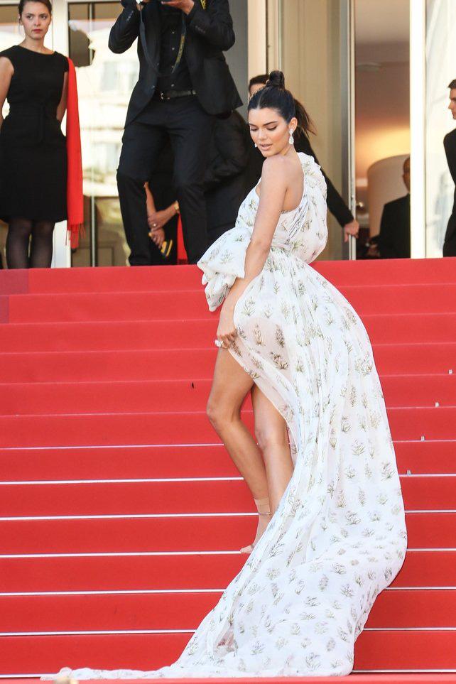 72 mùa Cannes đã trôi qua nhưng đây vẫn mãi là những bức ảnh huyền thoại để nhớ về màn đọ hương sắc lụa là kinh diễm trên thảm đỏ - Ảnh 24.