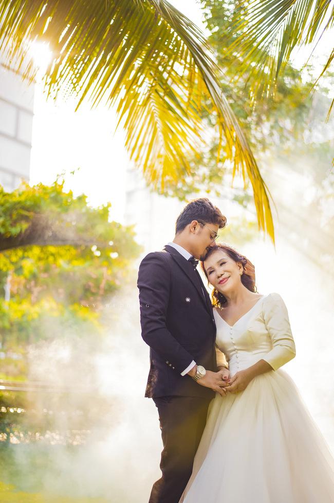 Cô dâu 65 tuổi lấy chồng ngoại 24 tuổi khoe ảnh cưới cực ngầu sau khi gặp mặt cặp đôi vợ chồng 62 - 26 - Ảnh 4.
