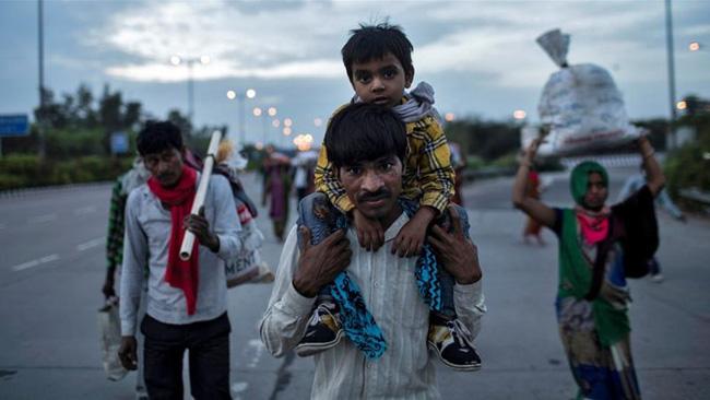 Câu chuyện đằng sau bức ảnh người cha khắc khổ bật khóc bên đường khi hay tin con ốm mà không có tiền về nhà gây chấn động thế giới - Ảnh 4.