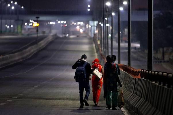 Câu chuyện đằng sau bức ảnh người cha khắc khổ bật khóc bên đường khi hay tin con ốm mà không có tiền về nhà gây chấn động thế giới - Ảnh 5.