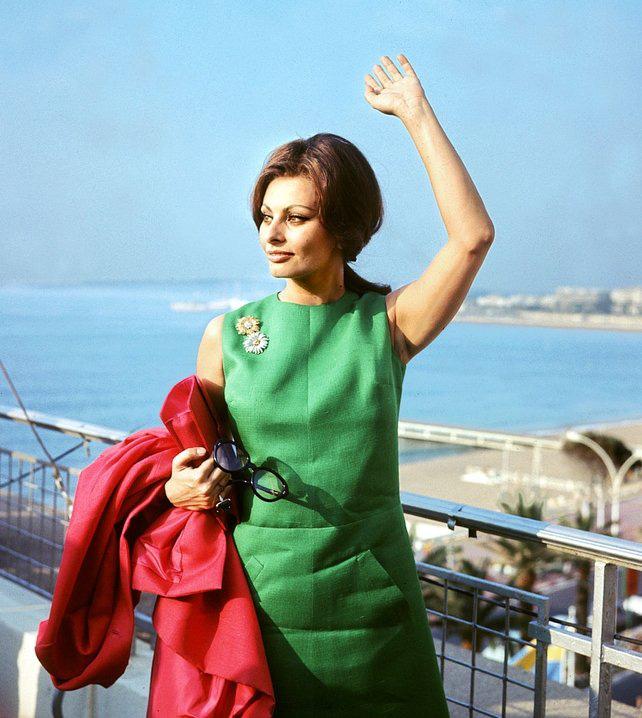 72 mùa Cannes đã trôi qua nhưng đây vẫn mãi là những bức ảnh huyền thoại để nhớ về màn đọ hương sắc lụa là kinh diễm trên thảm đỏ - Ảnh 5.