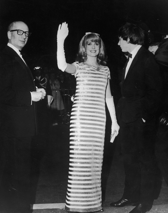 72 mùa Cannes đã trôi qua nhưng đây vẫn mãi là những bức ảnh huyền thoại để nhớ về màn đọ hương sắc lụa là kinh diễm trên thảm đỏ - Ảnh 6.