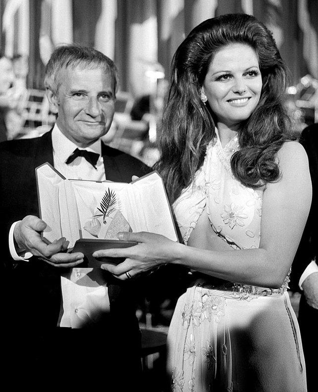 72 mùa Cannes đã trôi qua nhưng đây vẫn mãi là những bức ảnh huyền thoại để nhớ về màn đọ hương sắc lụa là kinh diễm trên thảm đỏ - Ảnh 7.