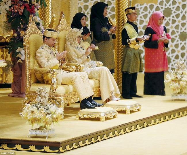 Nàng dâu hoàng gia từng gây choáng trong hôn lễ xa hoa kéo dài 11 ngày và phủ đầy vàng giờ có cuộc sống ra sao sau 5 năm? - Ảnh 2.