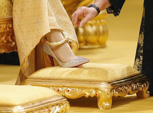 Nàng dâu hoàng gia từng gây choáng trong hôn lễ xa hoa kéo dài 11 ngày và phủ đầy vàng giờ có cuộc sống ra sao sau 5 năm? - Ảnh 4.