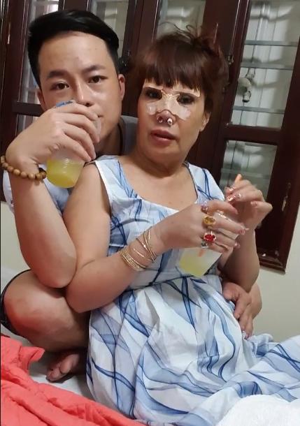 Cô dâu 62 tuổi tiếp tục đụng chạm dao kéo để trẻ trung như gái 18, nhìn gương mặt hậu phẫu thuật nhiều người không khỏi hoảng hốt - Ảnh 6.