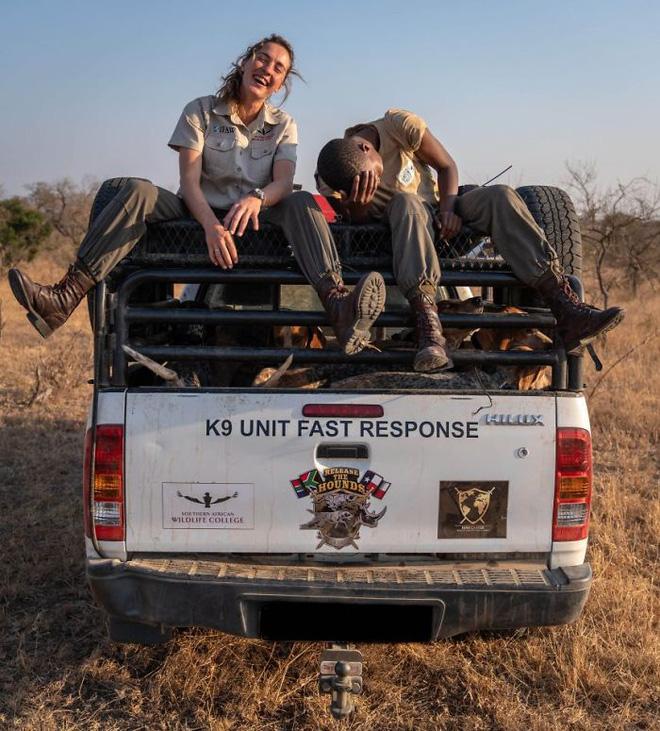 Chó được huấn luyện để bảo vệ động vật hoang dã đã cứu được 45 con tê giác khỏi những kẻ săn trộm - Ảnh 9.