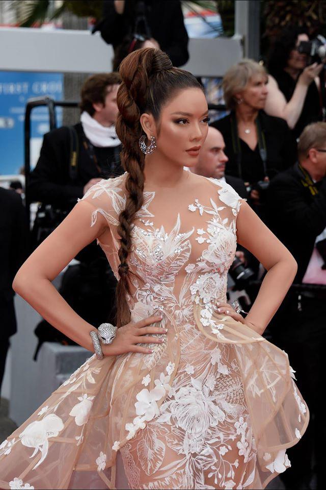 Lý Nhã Kỳ và những lần càn quét thảm đỏ Cannes: Đẳng cấp chẳng kém sao quốc tế, gây sốt nhất là màn đọ sắc bên Phạm Băng Băng - Ảnh 1.