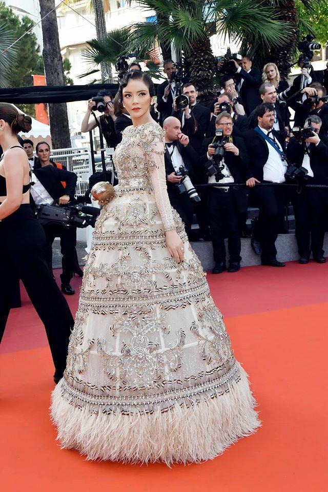 Lý Nhã Kỳ và những lần càn quét thảm đỏ Cannes: Đẳng cấp chẳng kém sao quốc tế, gây sốt nhất là màn đọ sắc bên Phạm Băng Băng - Ảnh 3.