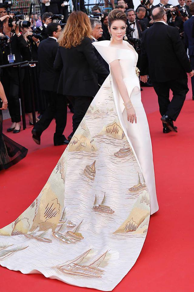 Lý Nhã Kỳ và những lần càn quét thảm đỏ Cannes: Đẳng cấp chẳng kém sao quốc tế, gây sốt nhất là màn đọ sắc bên Phạm Băng Băng - Ảnh 4.