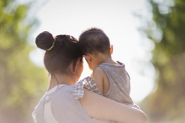 Cuộc chiến giành quyền nuôi con của một cặp đôi đồng giới và bi kịch của những người mẹ không cùng huyết thống với con cái ở Trung Quốc - Ảnh 1.