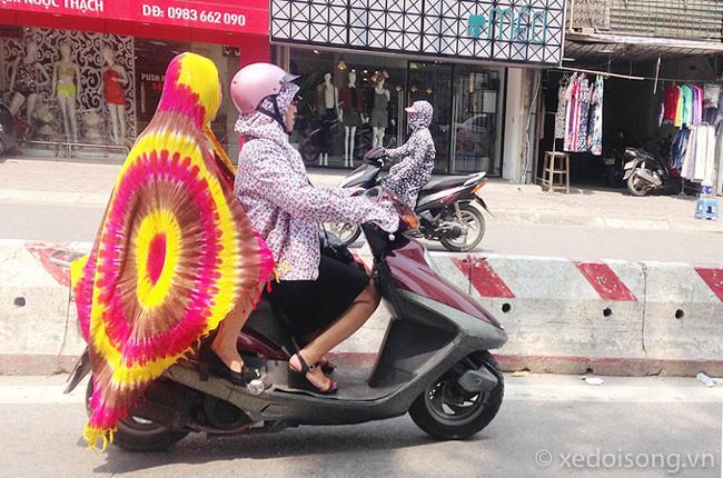 Trời vào hè nóng như đổ lửa, hội chị em đã có những cách chống nắng cực bá đạo thế này - ảnh 11