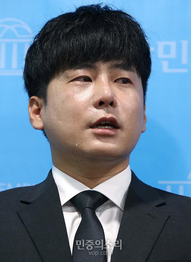 Anh trai Goo Hara mở họp báo nóng: Bật khóc vì luật bảo vệ em gái bị bác bỏ, mẹ ruột phụ bạc có thể được hưởng 50% tài sản - Ảnh 3.
